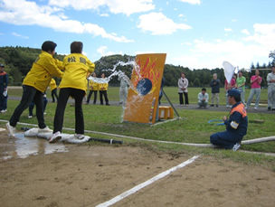 水バケツの部の競技中写真